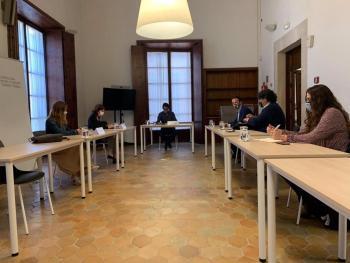 Reunión entre representantes de la conselleria de Modelo Económico, Turismo y Trabajo, Pimem y Habtur.