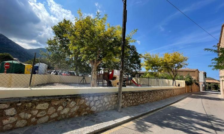 L'Ajuntament restaura les pintades vandàliques de Teixidores