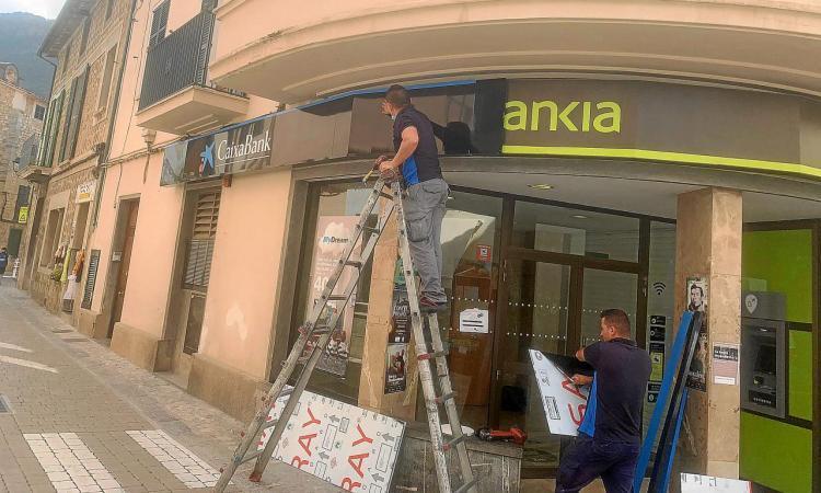 Sóller se suma a 8 municipis contra «l'abandó bancari»