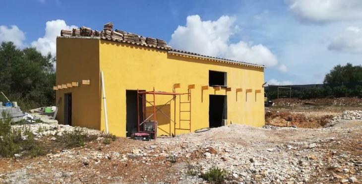 El Govern enllesteix un decret per frenar la construcció en sòl rústic i 'fals urbà'