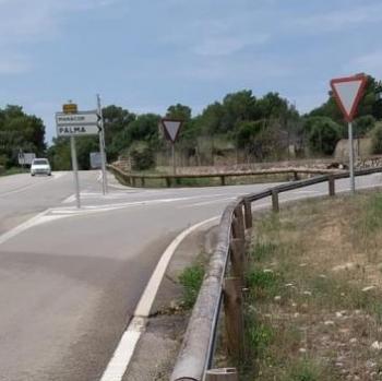 El Consell instal·larà senyalitzacions per a evitar aparcaments irregulars a Cala Varques
