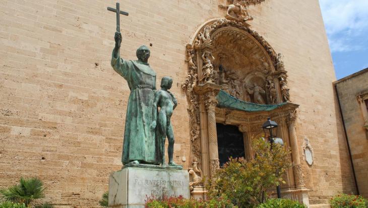 [ENQUESTA] Què s'ha de fer amb l'estàtua de Juníper Serra a Palma?