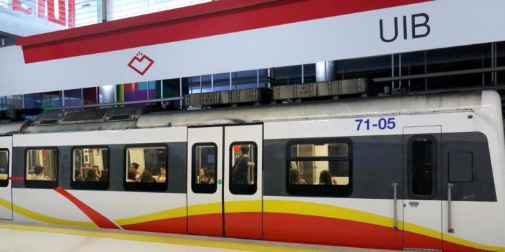 Una vigilant de seguretat del metro a un estudiant: «¡No me hables en mallorquín, a mi me hablas en castellano!»