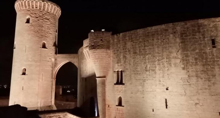 El Castell de Bellver lluirà els colors de l'arc de Sant Martí per celebrar l'Orgull LGTBI