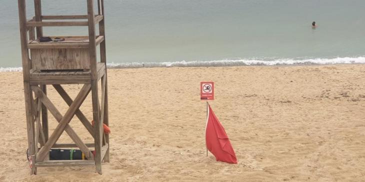 Tanquen les platges de Can Pere Antoni i Ciutat Jardí per un abocament d'aigües mixtes