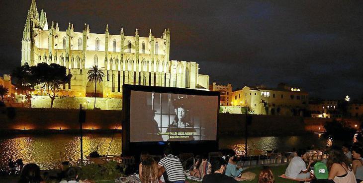 Cort presenta la programació de Cinema a la fresca que se celebrarà a ses Voltes