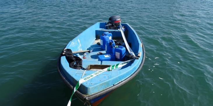 Una barca amb persones migrants arriba a aigües de Formentera