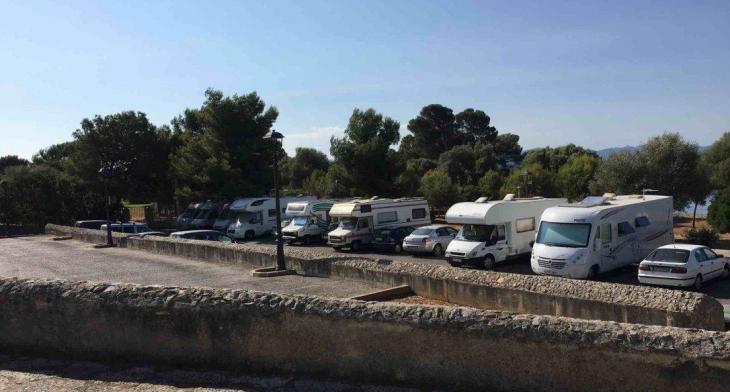 Alcúdia pren mesures contra la massificació i l'allau de caravanes a les platges