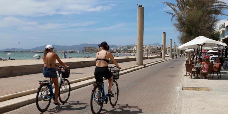 El Govern diu que el «problema generalitzat» del turisme es notarà «més» en les xifres d'agost