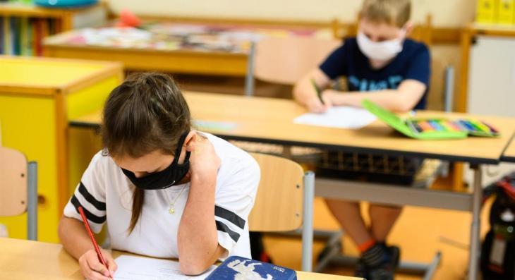El personal docent també reclama endarrerir l'inici del curs escolar a causa de la incidència del coronavirus