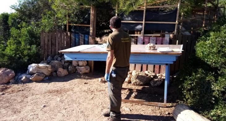 Finalitza el desmantellament del xibiu il·legal de Cala Varques