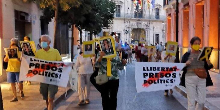 La plaça Major ha acollit el 150è Cant dels Ocells per la llibertat dels presos polítics