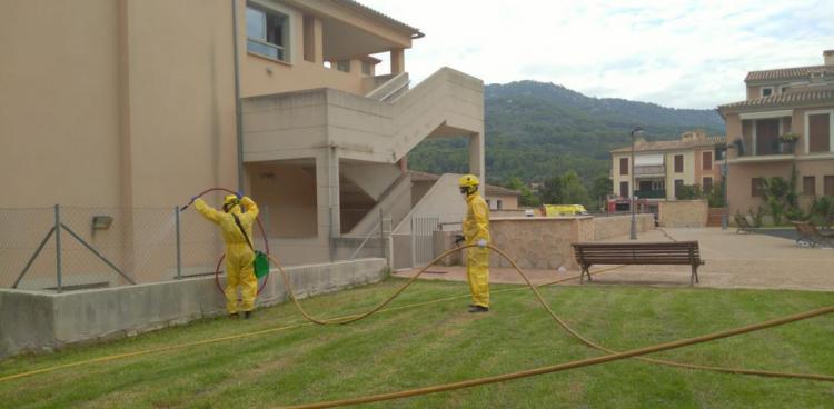 Els bombers de Mallorca desinfecten els voltants de Bell Entorn
