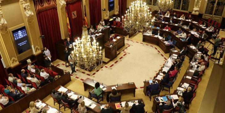 El Parlament valida el decret que permet augmentar la ràtio de cuidadors a residències de persones majors