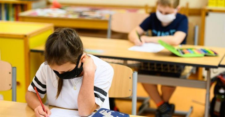 La UOB denuncia que Educació «traspassa als mestres la responsabilitat dels contagis»