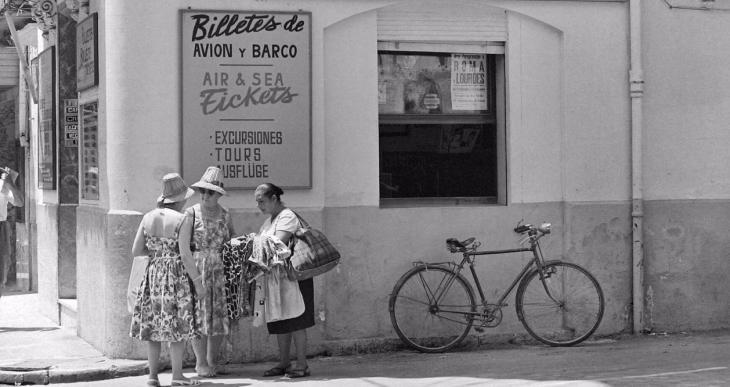Flassaders acull la mostra 'Engranatges de la indústria turística a l'arxiu Planas: Dona, treball i Memòria'