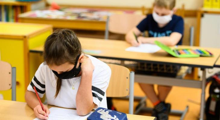 L'STEI rebutja que els docents «hagin de decidir quins són els contactes estrets dels alumnes» davant un cas de coronavirus