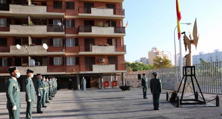 La Guàrdia Civil celebra la seva festivitat fent onejar la bandera espanyola