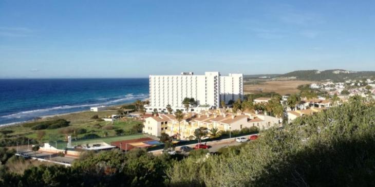 El GOB impulsa una iniciativa per demanar que es redueixin els grans hotels del litoral