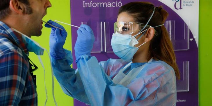 Les Balears han comptabilitzat aquest divendres 183 nous contagis per Covid-19
