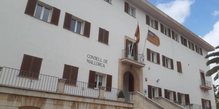 Convoquen una concentració per protestar contra la «nefasta» gestió del Consell en les residències
