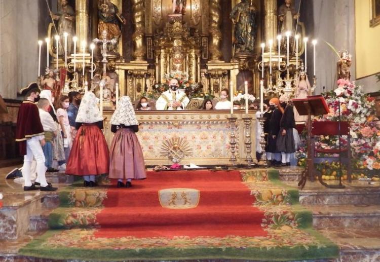 Molts fidels a la missa de la Fira