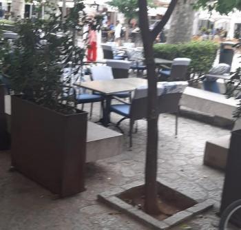 Més diu que l'excés d'espai per a terrasses perjudica als peatons