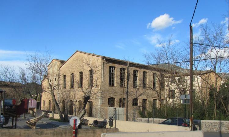 La Vila traslladarà al Consell la petició de comprar la Fàbrica Nova
