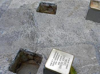 Més reclama al batle que es retracti i col·loqui les pedres de la memòria