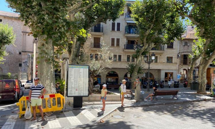 L'aturada de taxis a Sóller queda buida per la gran demanda al Port